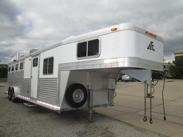 2005 Elite Trailers 4H - 10FT SHORT WALL Horse Trailer