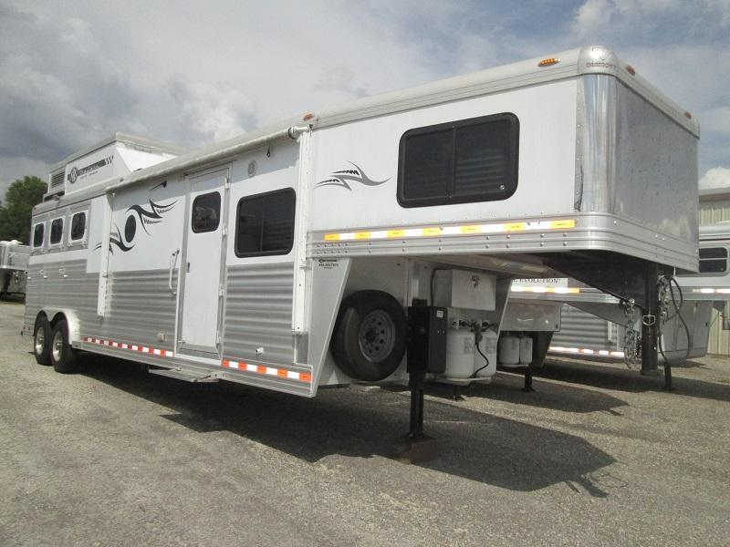 2009 Diamond Trailers 3H LQ - HAYPOD - DINING BOOTH Horse Trailer