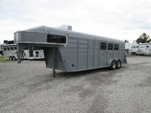 2005 Chaparral Trailers GREAT DEAL ON 3 HORSE Horse Trailer