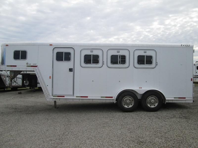 2001 Exiss Trailers 3H GN - DRESSING ROOM Horse Trailer