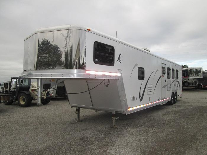 2004 Kiefer Built 3H LQ -MIDTACK Horse Trailer