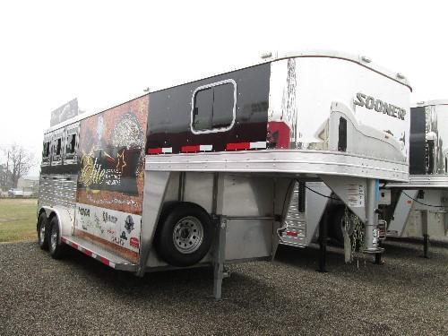 "2014 SOONER ""BOTTOM $"" Horse Trailer"