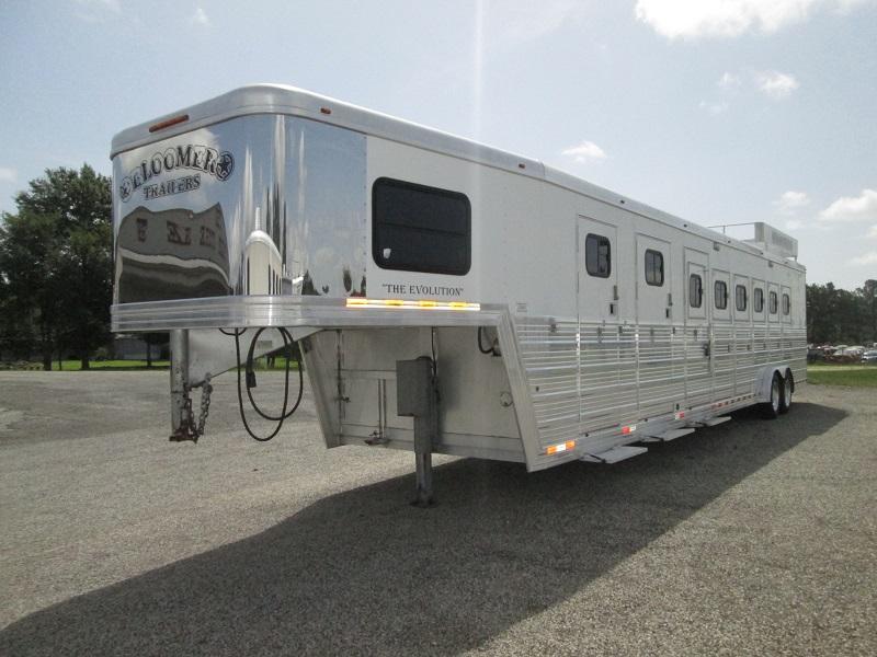 2007 Bloomer Trailer Manufacturing 6H - HUGE MID-TACK Horse Trailer