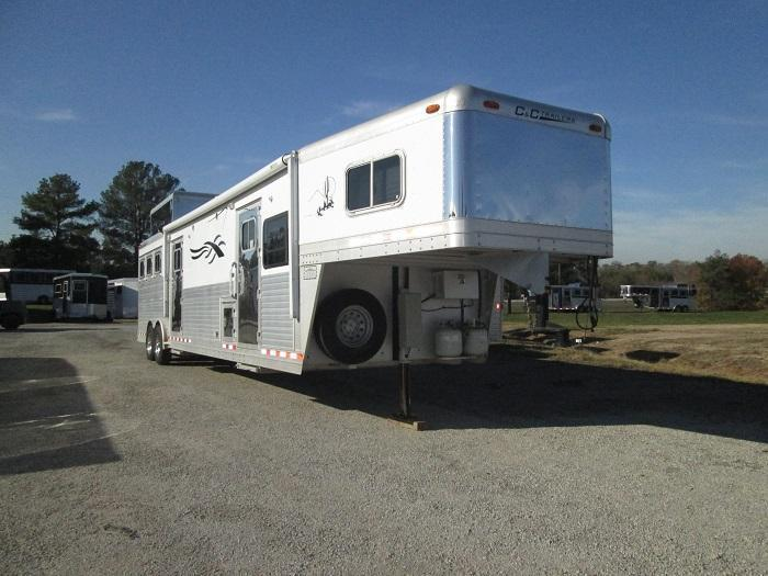2003 C and C Trailers 3H - SEPARATE BEDROOM Horse Trailer