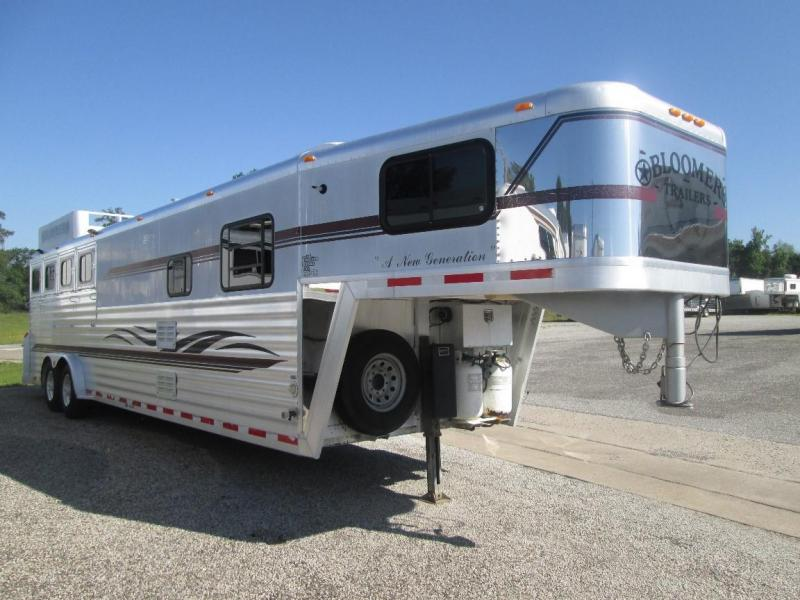 2000 Bloomer Trailer Manufacturing 4 HORSE AT A GREAT PRICE Horse Trailer