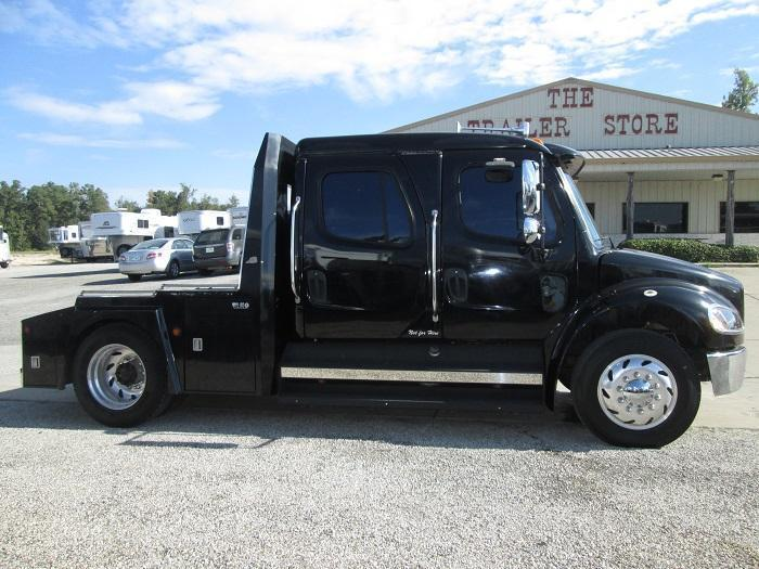 2004 Freightliner M2 - C7 CAT ENGINE Truck