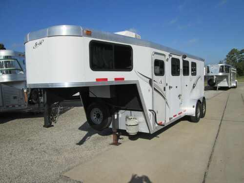 2006 S and H Trailers 3 Horse Living Quarters Horse Trailer