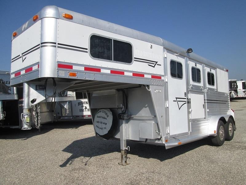 2000 C and C Trailers SUPER SHAPE - WEEKEND PKG Horse Trailer