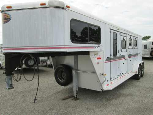 2002 Sundowner Trailers VALUELITE 3H W/DRESSING ROOM Horse Trailer