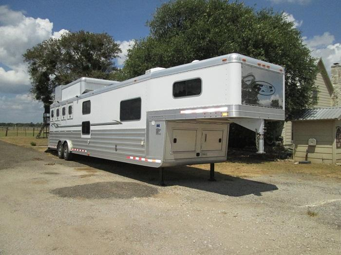 2007 4-Star Trailers 4H - RAMP - BUNK BEDS Horse Trailer