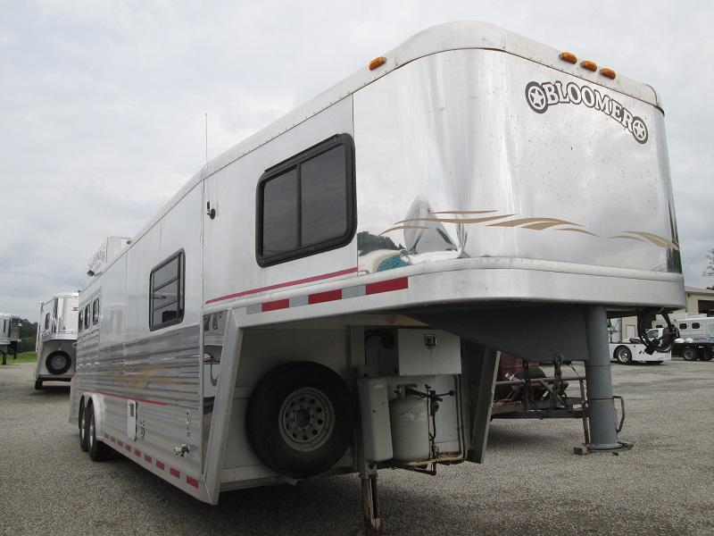 2000 Bloomer Trailer Manufacturing 3H GREAT SHAPE - RAMP - Horse Trailer