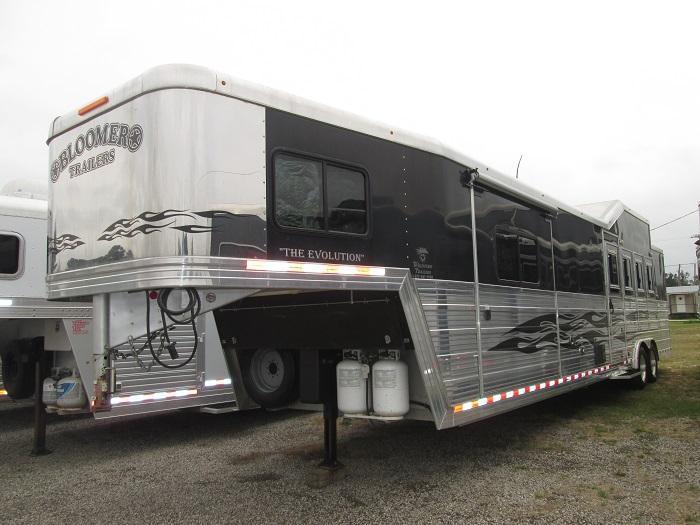2010 Bloomer Trailer Manufacturing 4H-RAMP-SLIDE-17 FT SW-BUNK BEDS Horse Trailer