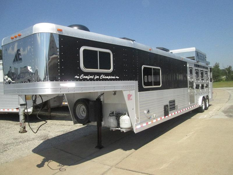 2006 Elite Trailers 4H LQ SHARP LOOKING Horse Trailer