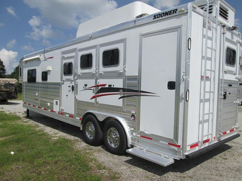 2012 Sooner SUPER 3H LQ - SLIDE Horse Trailer