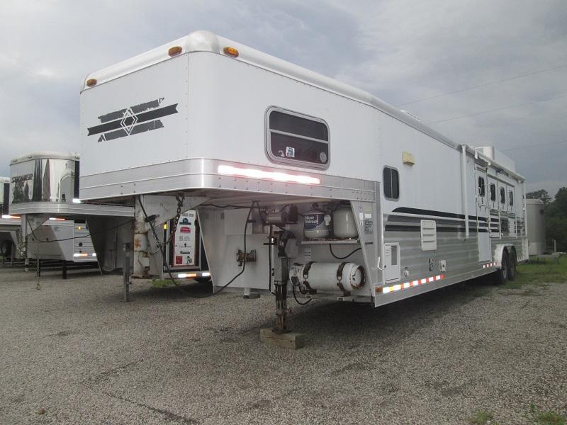 2003 4-Star Trailers 4H LQ - MID TACK - Horse Trailer