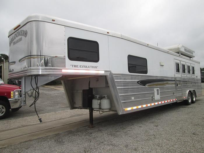 2007 Bloomer Trailer Manufacturing 4H - 14FT SHORT WALL Horse Trailer