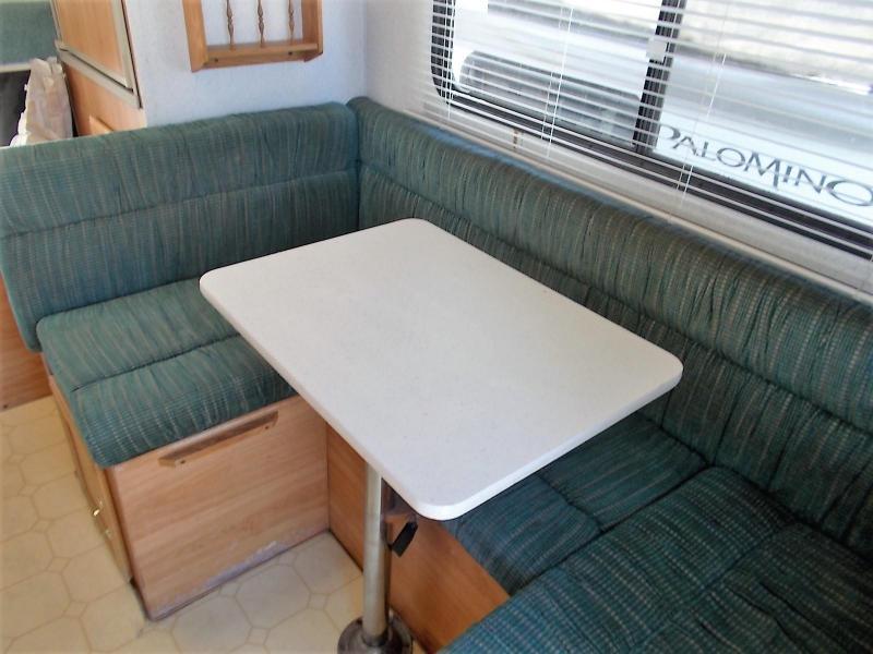 1998 Lance 165S/SHORTBED Truck Bed Camper