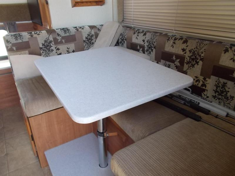 2008 Lance 915/Longbed Truck Camper