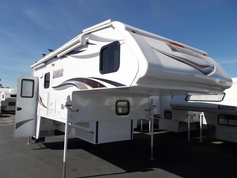 2016 (used)  Lance 1172 Truck Camper/Longbed Dually