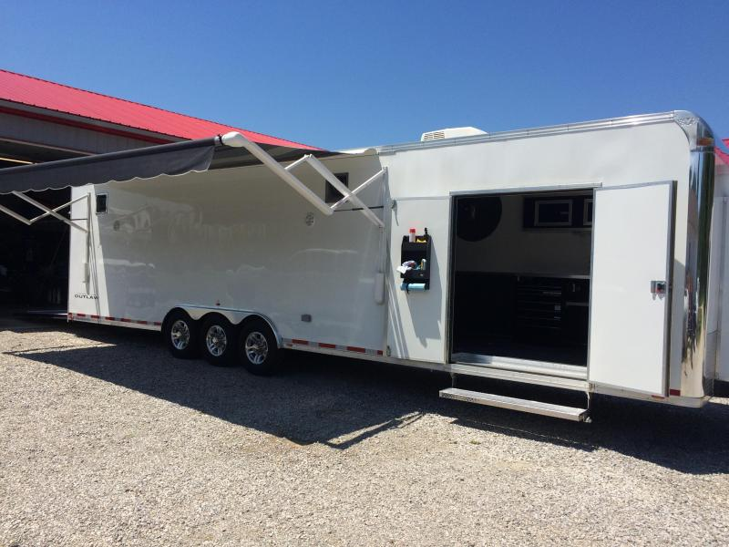 2015 34' Vintage Outlaw with Bracket Car Package. Hauls Dragster & Doorcar