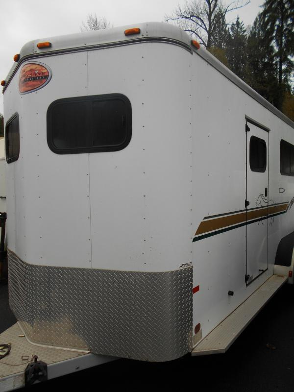 2002 Sundowner Valuelite Straight Load Horse Trailer