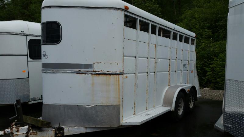1993 Logan Coach 3 Horse Slant Load Horse Trailer