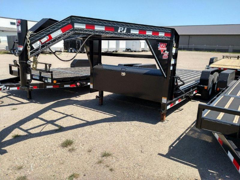 2017 PJ TrailersGooseneck Equipment Tilt