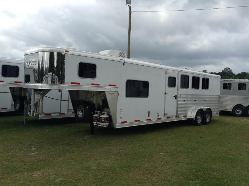 2015 Exiss  4h LQ Horse Trailer with 8ft Short Wall