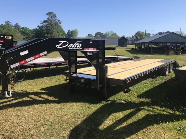2018 Delta Manufacturing 36ft Equipment Trailer with Hydraulic Dovetail