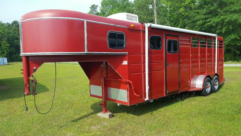 2012 Calico 2 Horse Trailer with weekend package