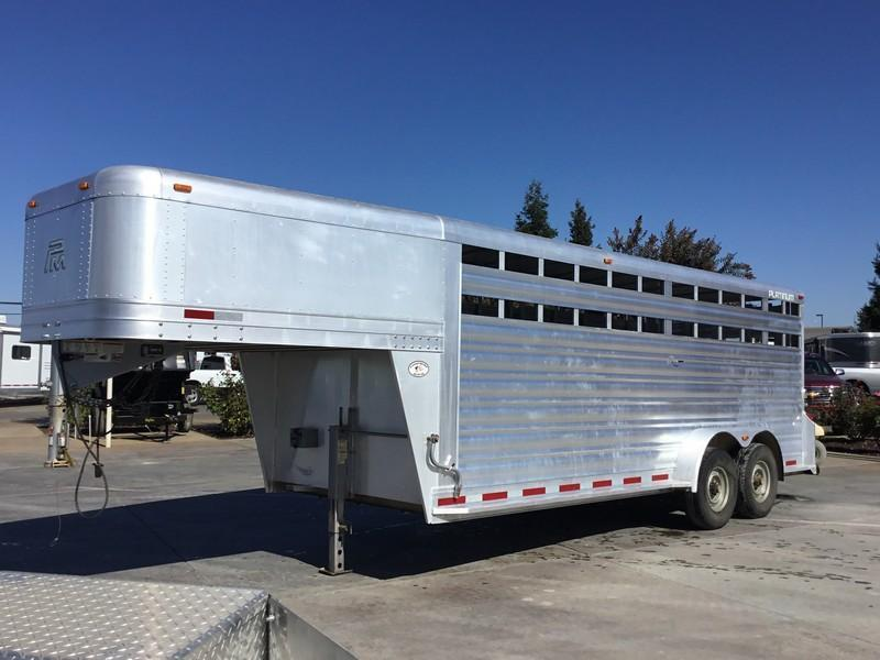 USED 2015 Platinum Coach 20 ft Livestock Trailer