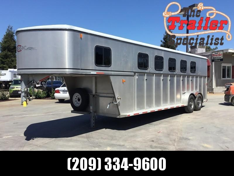USED 2004 Classic Manufacturing 5H GN Horse Trailer