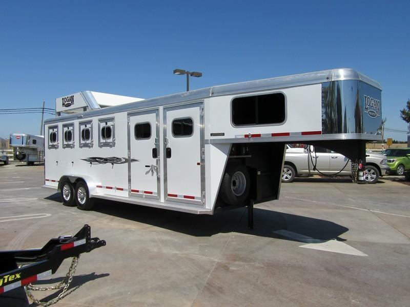 New 2017 Logan Coach Rampage 4H GN w/side tack pkg Horse Trailer