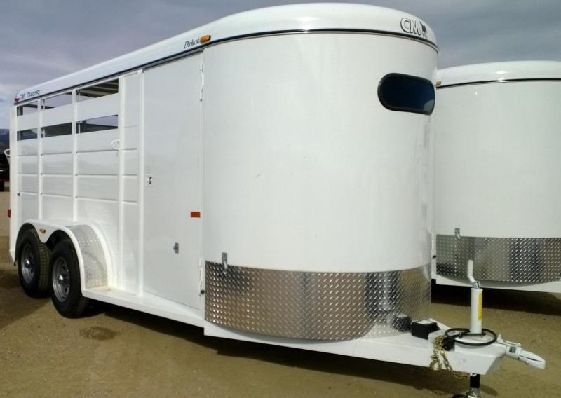 2016 CM Dakota 3 Horse Trailer
