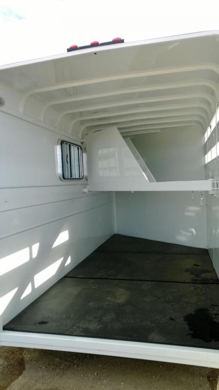 2014 CM Dakota 3 Horse Trailer