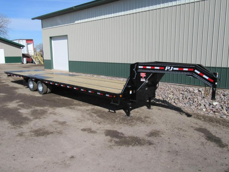 2020 PJ Trailers 34' Low-Pro with Hydraulic Dove Flatbed Trailer