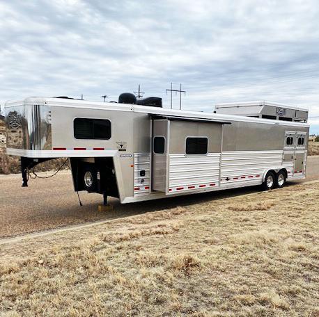 2017 Logan Coach 2 Horse Living Quarters Horse Trailer