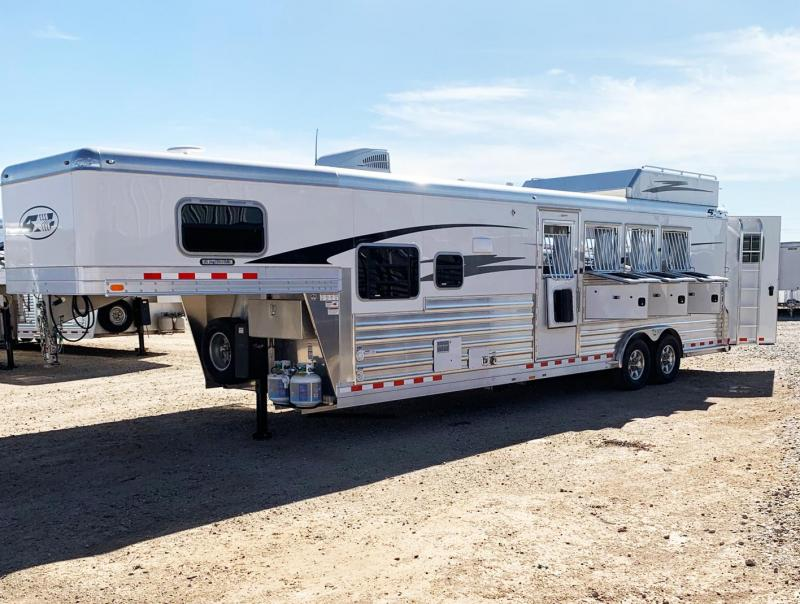 2019 4-Star Living Quarter Horse Trailer