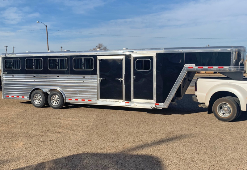 2019 Cimarron 25 ft Livestock Trailer