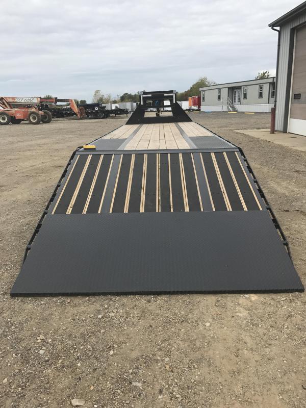 2018 Load Trail 12 22 Lb I-beam Gooseneck LowPro w/Hydraulic Dove Flatbed Trailer