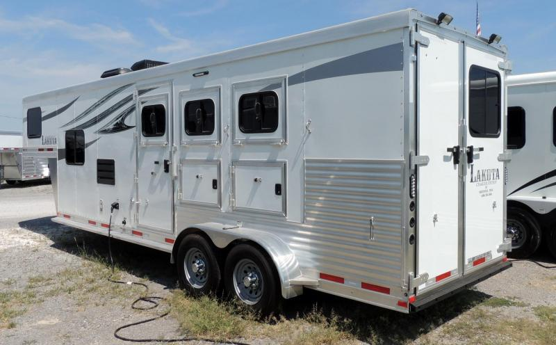 2018 Lakota Charger 309 w/ Mangers -- Like NEW Horse Trailer