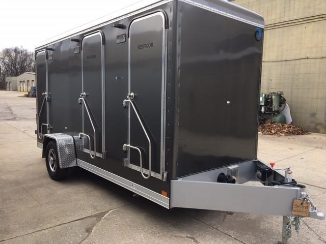 106B LuxuryLav Narrow Body 6-Stall Restroom Trailer