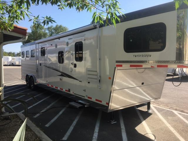 2018 Trails West Manufacturing SEIRRA 3HORSE LQ Horse Trailer