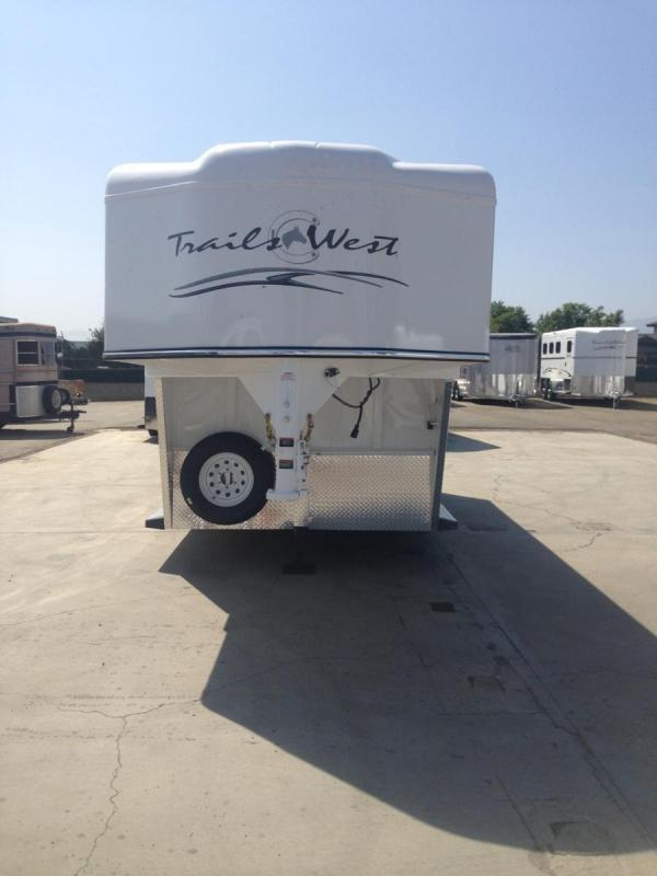 2017 Trails West warmblood gn 2 Horse Trailer
