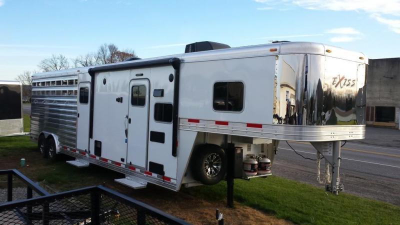 2016 Exiss STC 8030 LQ Horse Trailer