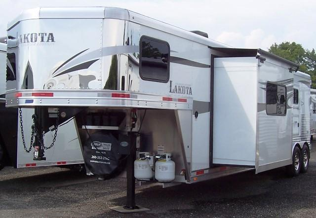 2018 Lakota Trailers 311 Charger Horse Trailer