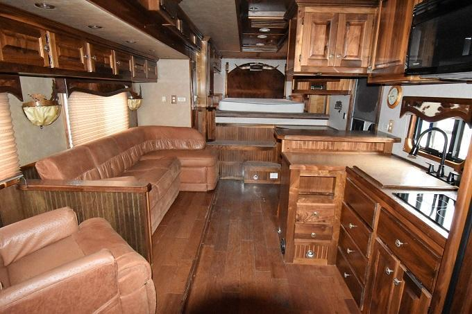 2009 Adam Excursion 8418 w/Slideout Horse Trailer