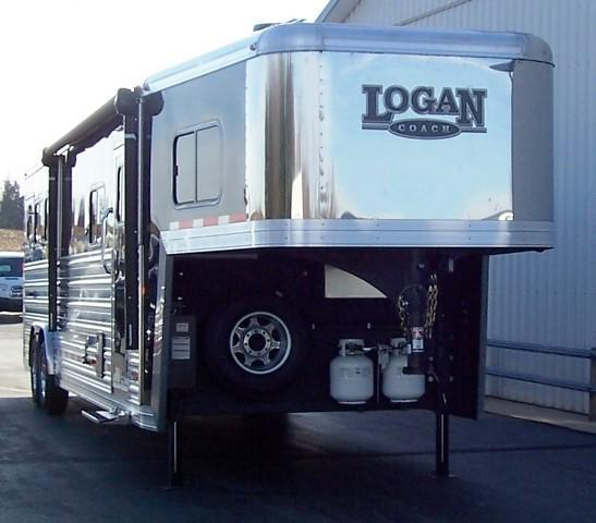 2017 Logan Coach Razor 812 Rear Kitchen Bar Horse Trailer