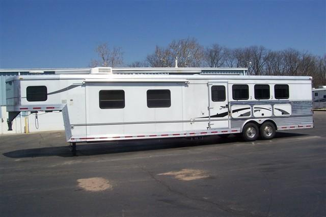 2006 Bison Trailers 8416 MM Horse Trailer