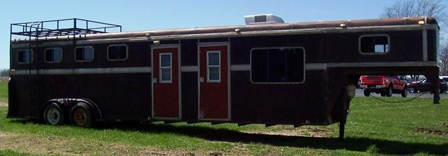 1987 S and H Trailers Slant Horse Trailer